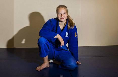 16-vuotias Pihla Salonen menestyi nuorten ikäluokissa, mutta hän ehti todistaa lahjakkuuttaan myös aikuisten kilpailussa.