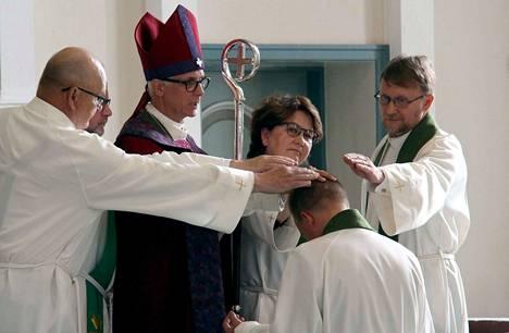 Jämsän seurakunnan kirkkoherra Harri Niemelä asetettiin virkaan sunnuntaina.