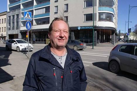 Jussi Vieras ajaa työkseen tilausajoja. Miehellä on paljon kokemusta suojateistä Sastamalan keskustassa.