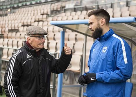 Yliharju toivotti tsemppiä koko joukkueelle otteluun Liechtensteinia vastaan.