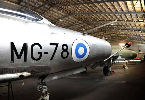 Karhulan ilmailukerhon lentomuseo Kotkan Karhulassa on tallentanut merkittävän osan suomalaista ilmailuhistoriaa. Etualalla MiG-21F-13, taustalla MiG-21BIS.