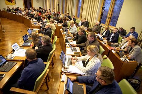 Kirjoittaja muistuttaa, että perussuomalaisten Porin talousarviokäsittelyssä tekemä muutosesitys liittyen monikulttuurisuusyhdistyksen avustuksiin oli tarkoitettu herättämään keskustelua ja kysymyksiä vakiintuneista avustuskäytännöistä.