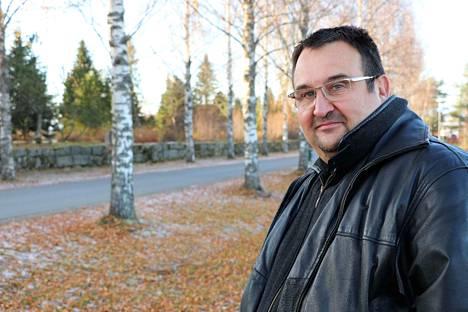 Raimo Ali-Raatikainen tyrmistyi saapuessaan omistamansa vuokra-asunnon pihaan elokuussa 2017. Vastaan löi hirvittävä löyhkä, joka tuli asunnosta.