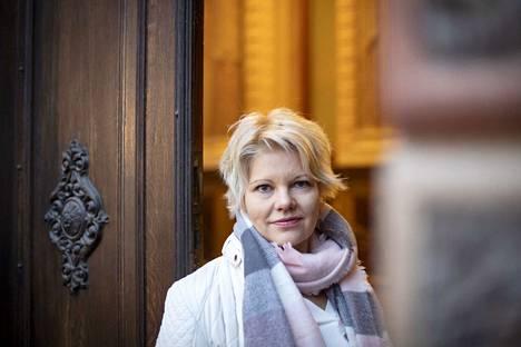 Porin kaupunginhallituksen puheenjohtajan Diana Bergroth-Lampisen (sd.) mukaan kulttuuritalo Anniksen epäiltyjen rahasotkujen tutkinnan keskeyttämisestä ei tiedotettu, koska poliisi oli leimannut asiakirjat salaisiksi.