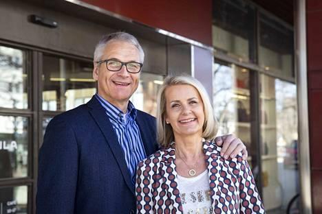 Toimitusjohtaja Matti Ratsula ja ostojohtaja Kati Ratsula joutuivat maaliskuussa tekemään vaikean päätöksen tavaratalon sulkemisesta. Nyt on uudelleenavauksen aika.