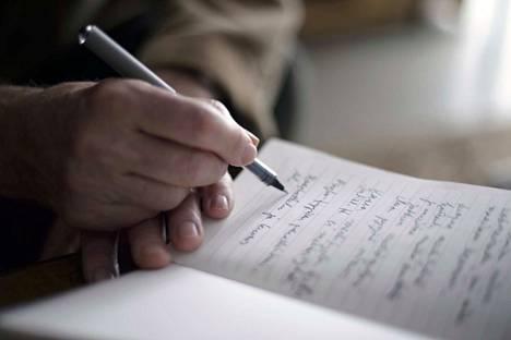Nyt voi olla aikaa tarttua kynään ja kirjoittaa. Sosiaalinen eristäytyminen ja karanteeni herättävät varmaan ihmisillä monenlaisia ajatuksia ja kokemuksemme niistä voivat olla hyvinkin erilaiset.