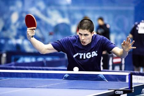 Etelä-Korean Lee Sang-su pudotti Suomen Benedk Olahin pöytätenniksen Dohan kansainvälisen turnauksen puolivälierissä perjantaina.