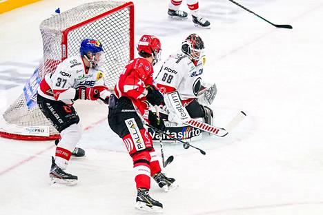 Sami Aittokallio pelasi Vaasassa kaksi erää vahvasti. Kolmanteen erään hän ei enää tullut.