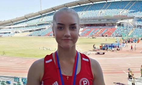 Mouhijärveläinen 15-vuotias Siiri Elomaa heitti keihään ennätystulokseen Göteborgissa Ullevin stadionilla. Sarjassa N17 kilpailleen Siirin voittotulos oli 47,10.