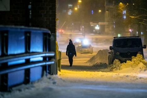 Ainakin osaan Pirkanmaata on voi pian olla luvassa selvästi kuluvan kuun kylmimpiä pakkasia. Tiistaina 12. tammikuuta lumi pöllysi Tampereen Armonkalliolla.