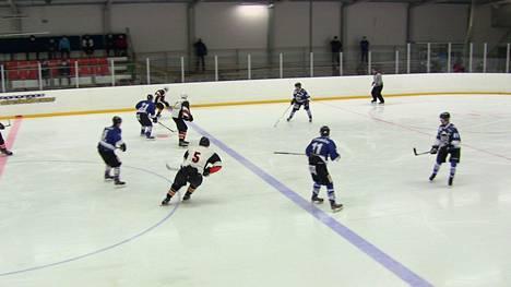 VaPS:n ja Ylöjärven Uplakersin ottelu oli Vikke Vieraan loukkaantumisesta huolimatta viihdyttävää kiekkoa. VaPS vei pisteet luvuin 8-7.