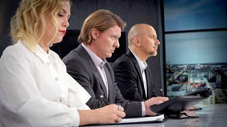 Ohjelmassa Jaajo Linnonmaan (keskellä) neuvonantajina toimivat Macwell Creativen luova johtaja ja Linnonmaan pitkäaikainen yhtiökumppani Toni Lähde sekä Jungle Juice Bar -yrityksen perustaja Noora Fagerström.