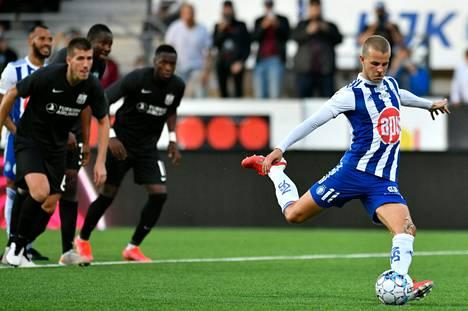 Roope Riski tykitti viime kaudella miesten jalkapalloliigan maalikuninkaaksi.