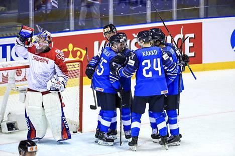 Suomi–Tanska 3–1. Kakko-show pyöri taas isoilla kierroksilla. Leijonien 1–1-tasoitus oli Kakolta jälleen suoritus, jollaisia ei monesti kiekkopeleissä näe. Leijonat nousi Kakon johdolla tappioasemasta tärkeään voittoon.