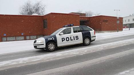 Yksittäistapauksissa yleensä poliisi on se taho, joka määrittelee ovatko olosuhteet sellaiset, että talvirenkaita pitäisi käyttää.