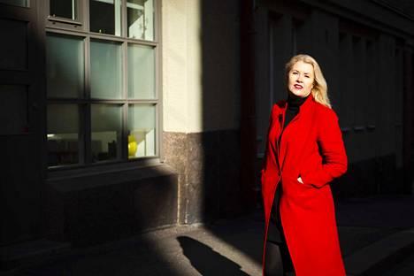 Säveltäjä-kapellimestari Eeva Kontu Helsingin Kruunuhaassa. Kontun työhuone sijaitsi vieressä, mutta koronan vuoksi ulkopuoliset eivät päässeet sinne.