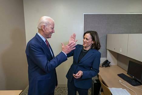 Demokraattien presidenttiehdokas Joe Biden nimesi pitkän harkinnan jälkeen varapresidenttiehdokkaakseen Kamala Harrisin.