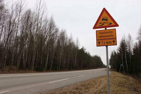 Hallin ja Jämsän välisen tien hoitoluokitus on muuttunut. Kollinkankaan alue voi olla muuta tietä liukkaampi pohjavesialueen vuoksi.
