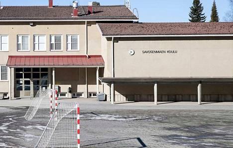 Kaksi Roomasta viime sunnuntaina lomamatkalta palannutta opettajaa jatkavat omaehtoista eristystä sunnuntaihin asti, vaikka heille tehdyt korona-testit olivat negatiivisia.
