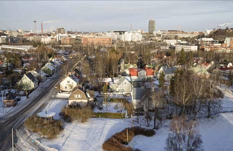 Valokuvaaja Jukka Vuokola kipusi tammikuisena päivänä vuonna 2017 Viinikan kirkon torniin. Tästä kuvasta voi havaita, että ihan kaikki ei ole Viinikassa muuttunut vuosien saatossa.