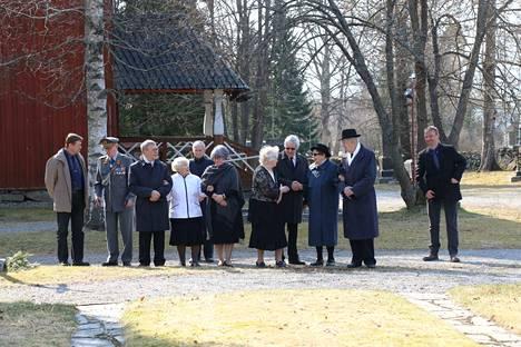 Veteraanipäivän juhlallisuuksia oli saapunut seuraamaan pieni joukko veteraaneja sekä reserviläis- ja veteraanijärjestöjen edustajia.