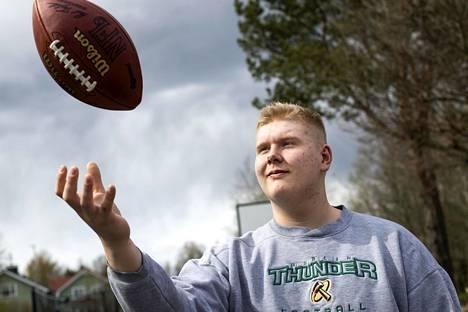 Olaus Alinen lähti tammikuun lopussa Porista Yhdysvaltoihin tarkoituksenaan opiskella Loomis Chaffee schoolissa, joka valmistaa häntä kohti yliopistoa.