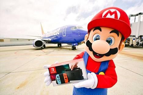 Matkustajia vastassa oli Mario.