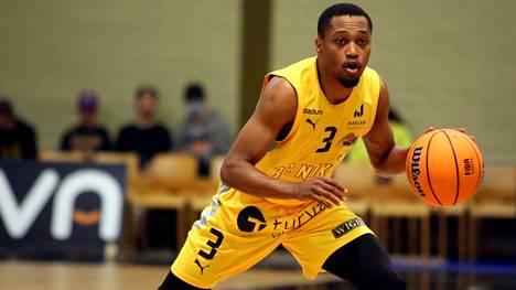 BC Nokian Kahron Ross teki Joensuussa 13 pistettä ja antoi 8 korisyöttöä. Kotijoukkue Kataja Basket voitti lopulta yhdeksällä pisteellä.