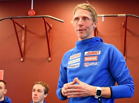 Jonne Kähkönen toimii toista kauttaan Suomen ampumahiihtomaajoukkueen päävalmentajana.