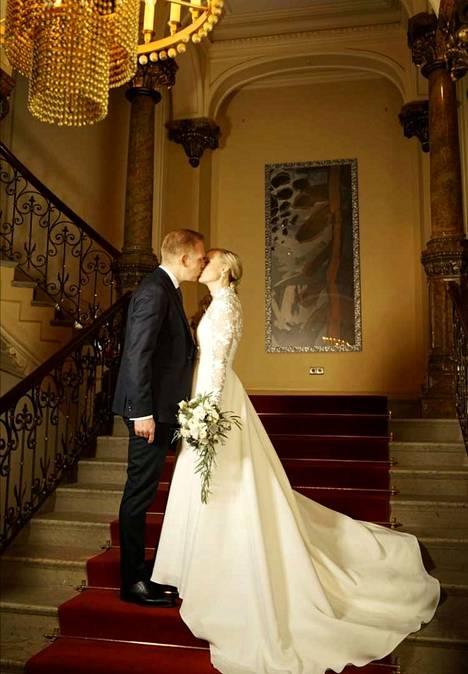 Miika Johansson ja Maria Ohisalo julkistivat avioitumisensa sosiaalisessa mediassa.