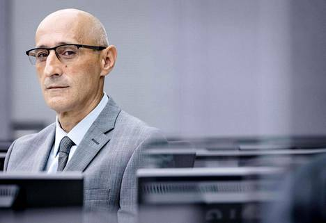 Hollannin Haagissa alkavassa ensimmäisessä oikeudenkäynnissä entistä upseeria Salih Mustafaa syytetään laittomista vangitsemisista, kidutuksista ja murhista vuonna 1999. Oikeudenkäynnistä odotetaan suunnannäyttäjää tuomioistuimen muille Kosovo-jutuille.
