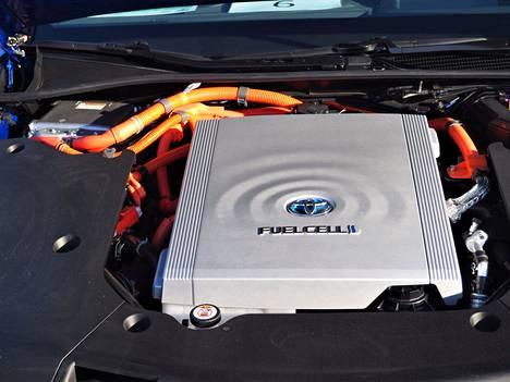 Polttokennoauto toimii vedyllä ja on paikallisesti päästötön sähköauto. Vetyauton sydän on polttokenno, jossa vety ja happi reagoivat ja muodostuu sähköä. Vetyautojen myynnin aloitusta Suomessa joudutaan odottamaan vielä muutamia vuosia, sillä ensin pitää rakentaa vetytankkausverkosto.