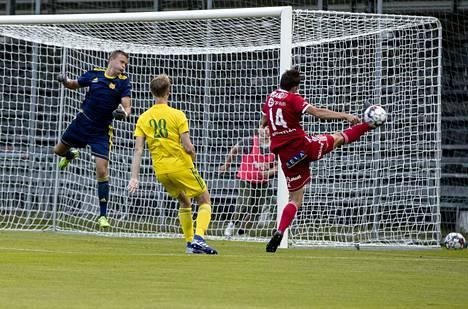 Arttu Lötjönen ja kaikki muutkin FC Jazzin pelaajat jäivät nuolemaan näppejään Tampereella, kun kotijoukkue Ilves päihitti porilaiset 1–0.