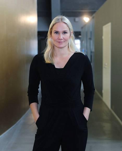 Laura Malmivaara julkaisi syksyllä autofiktiivisen esikoisromaanin. Myös hän on tulossa Tampereelle.