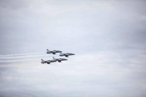Harjoituksessa käytetään Ilmavoimien Hawk MK51A -suihkuharjoituskoneita. Kuva Tikkakosken lentonäytöksestä kesältä 2018.