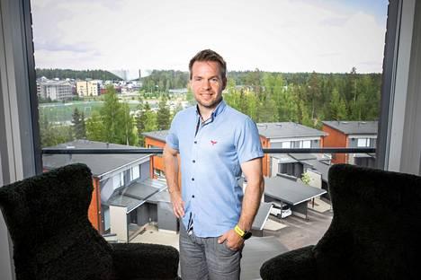 Korona-aika on vapauttanut Mikko Kuitusen kalenterista aikaa oleilulle. Aamulehti kuvasi hänet kotonaan Tampereen Vuoreksessa kesäkuun toisella viikolla, kun Kuitusen perustaman Vincitin uuden toimitusjohtajan nimitysuutisesta oli kulunut pari viikkoa.