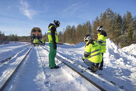 Useita rautatieliikenteen harjoittajia on paikan päällä nyt Kainuussa.