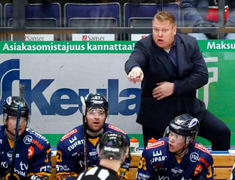Pekka Virta piiskaa Lukkoa koviin suorituksiin.