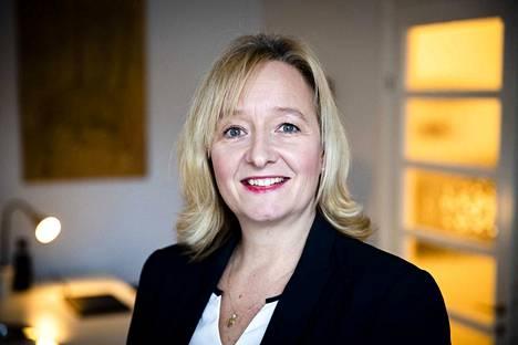 Suojellaan lapsia -järjestön toiminnanjohtaja Nina Vaaranen-Valkonen kertoo, että viranomaiset ympäri maailman ovat kiinnittäneet huomiota lapsiin kohdistuvaa seksuaaliväkivaltaa esittävän kuvamateriaalin määrien ja latauksien lisääntymiseen,