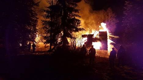 Könkkölän entinen kartano syttyi palamaan maanantaina aamulla.