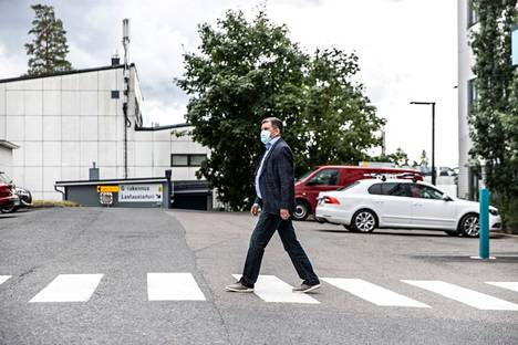 Taysin johtajaylilääkäri Juhani Sand pitää Pirkanmaan koronavirustilannetta huolestuttavana. Sand kuvattiin perjantaina 30. heinäkuuta.