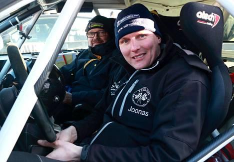 Tullan Urheiluautoilijoiden Joonas Lindroos ja kartturi Jouni Lampinen JMK-rallissa vuoden 2020 helmikuussa.