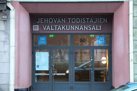 Jehovan todistajien valtakunnansali Helsingissä Mannerheimintiellä. Kuvituskuva.