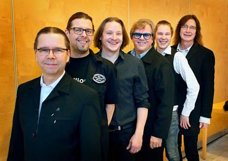 Alatalo Bros. on Masi Luoma (vas.) , Oinari Vainionpää, Kalle, Mikko ja Aaro Alatalo sekä Jammi Humalamäki esiintyvät Pispalan haulitehtaalta lähetettävässä konsertissa lauantaina 24.4.