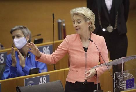 Puheenjohtaja Ursula von der Leyen esittelee keskiviikkona EU-komission mallin turvapaikkakysymyksen ratkaisemiseksi.
