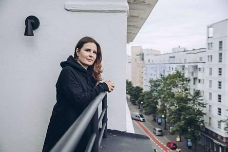 Heikkilä asuu nykyään Helsingissä kihlattunsa kanssa. Jos Pirjo-sarjaa olisi jatkettu, sitä olisi saatettu kuvata myös pääkaupungissa. Ainakin Heikkilä toivoi, että osa jaksoista oltaisi voitu kuvata siellä.