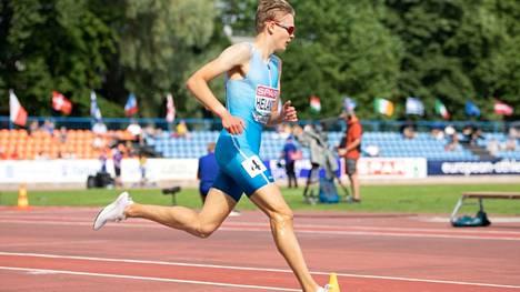 Eemil Helanderin siirtyminen suksilta juoksuun sujui hyvin. Arkistokuva heinäkuun Tallinnan nuorten EM-kisoista.