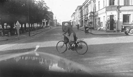 Kuvavisassa on esillä muiden muassa tämä 1930-luvulla Porissa otettu valokuva.