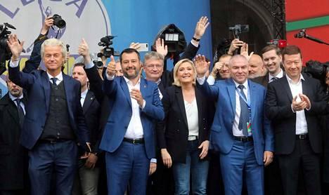Milanon tapaamisen suurimpia nimiä ovat Hollannin vapauspuolueen Geert Wilders (vas.), Italian Matteo Salvini sekä Ranskan Marine Le Pen. Kolmikko johtaa maissaan äärioikeistolaisia puolueita.