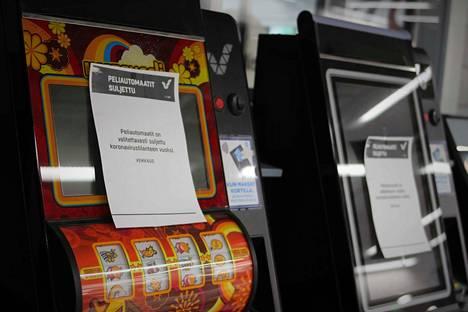 Veikkaus päätti sulkea kaikki peliautomaattinsa. Nakkilan K-Supermarket Onnipekassa asiakkaille kerrottiin asiasta selkein viestein.